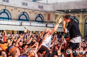 EZ Does It: 6 Photos Of Chunk! No, Captain Chunk! At Warped UK