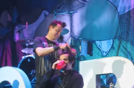 10 Years Ago Mark Hoppus Shaved Off Pete Wentz' Emo Hair On Stage