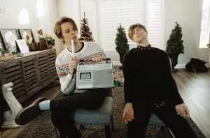 iDKHOW Just Dropped A Surprise Christmas EP