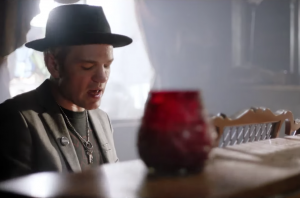 "Deryck Whibley On The Emotional New Sum 41 Single: ""Oh My God, I Don't Want To Write About that"""
