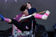 Watch Yungblud Perform At Austin City Limits From A Wheelchair After Breaking His Ankle